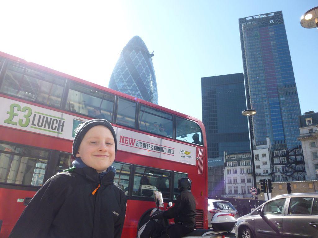 City of London a Double Decker. Co si více přát