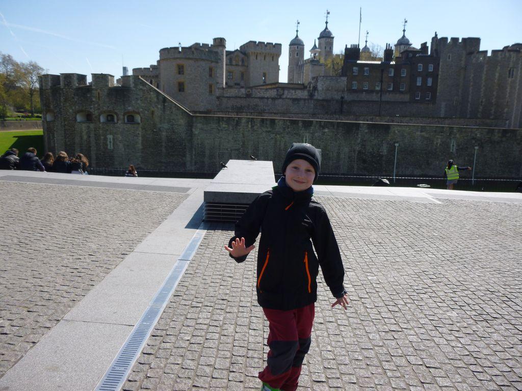 Taneční kreace před Tower of London