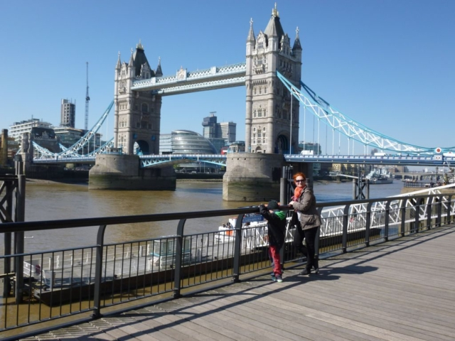 Tower Bridge z druhé strany od St. Catherine Dock