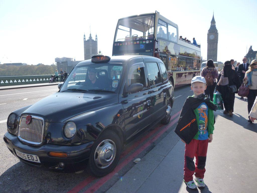 Největší Londýnská klasika - staré taxi, double decker a Big Ben