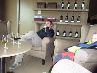 Vinice Sandeman - odpočinek u sklenky. Jen doutník chybí