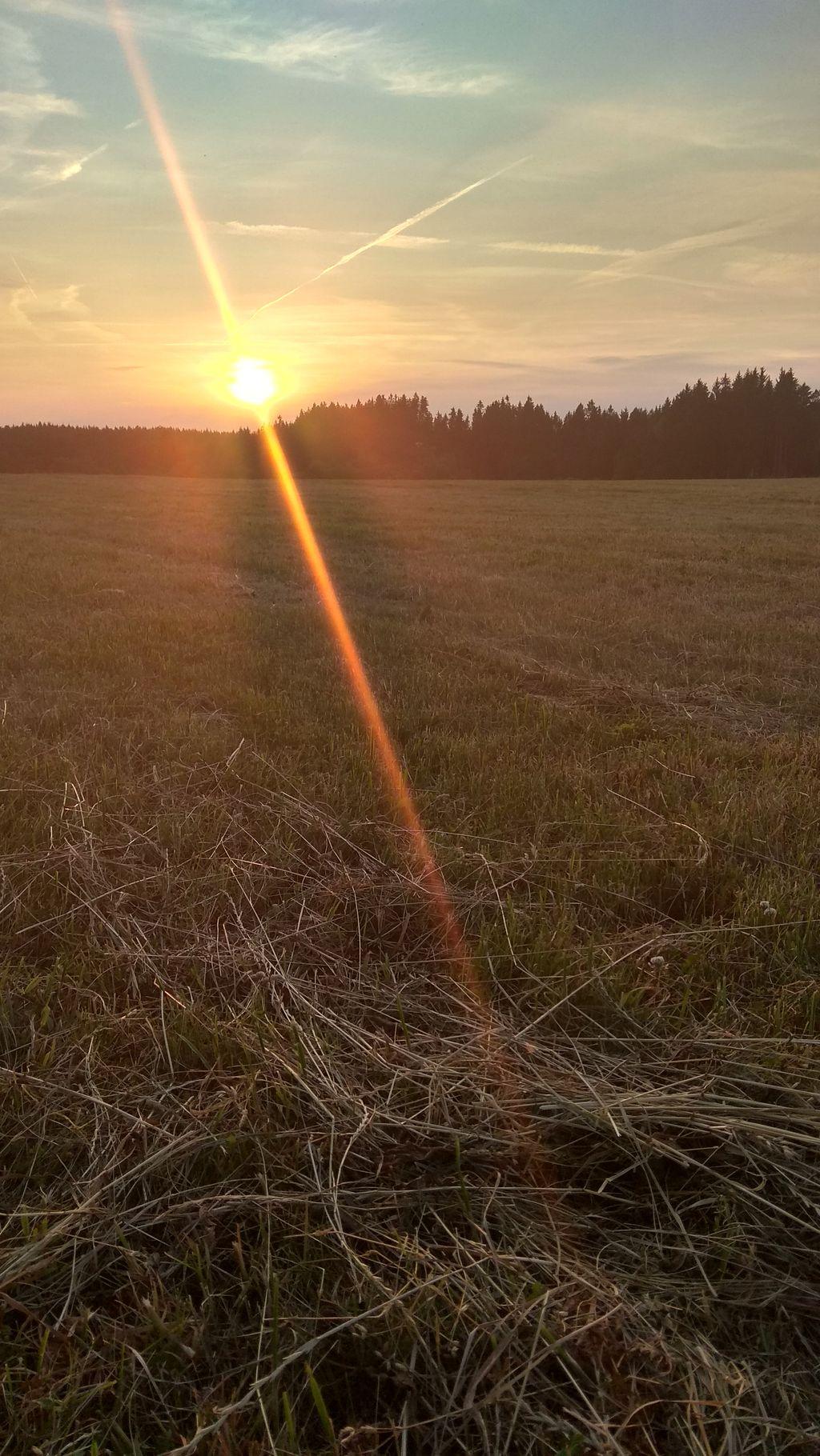 Západ slunce - za pár okamžiků již zmizí a bude se chystat na nový den