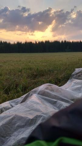 Východ Slunce na pouti - pohled přímo ze spacáku