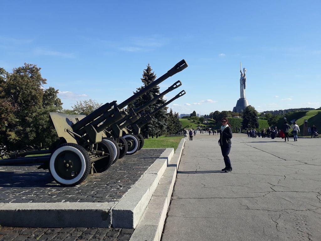 K pomníku 2.světové války