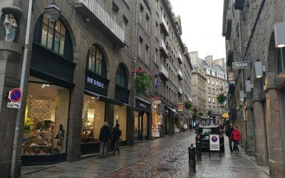 Centrum jednoho z městeček v Bretani