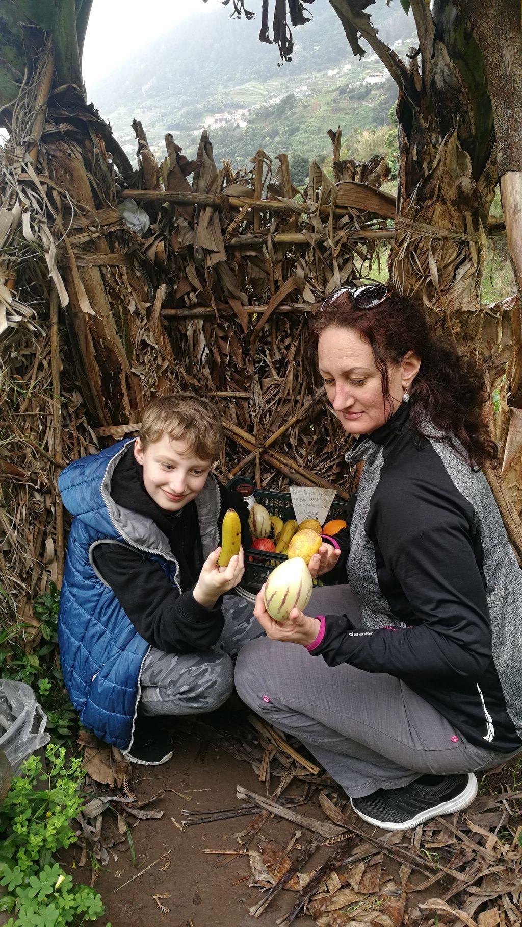 Nad Machicem, ovoce, rodina